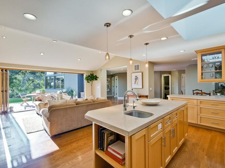10551 Magdalena Rd Los Altos Hills CA Home. Photo 7 of 40