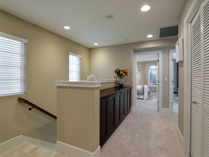 127 Easy St Mountain View CA Home. Photo 24 of 40
