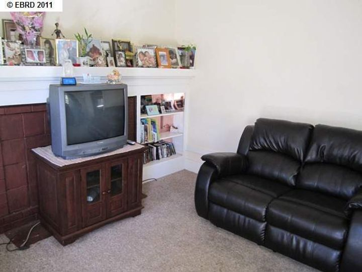 2056 40th Ave Oakland CA Home. Photo 2 of 19