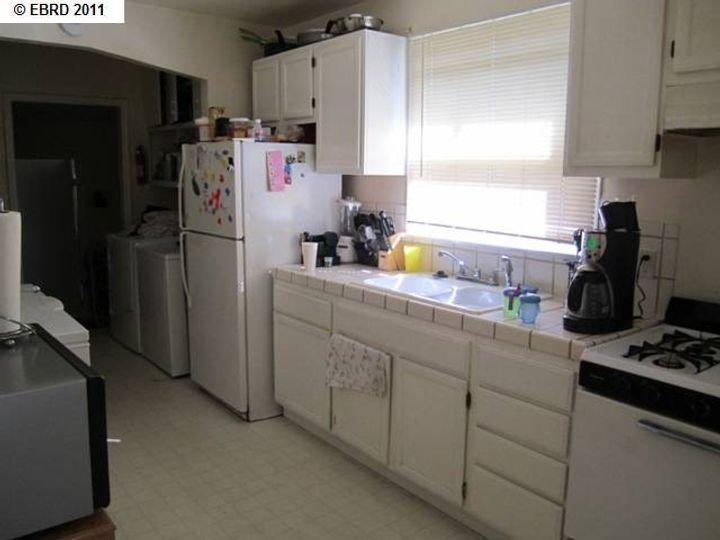 2056 40th Ave Oakland CA Home. Photo 3 of 19