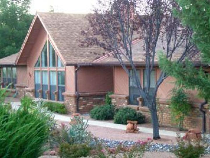 84 Apache Ln Sedona AZ Home. Photo 2 of 8
