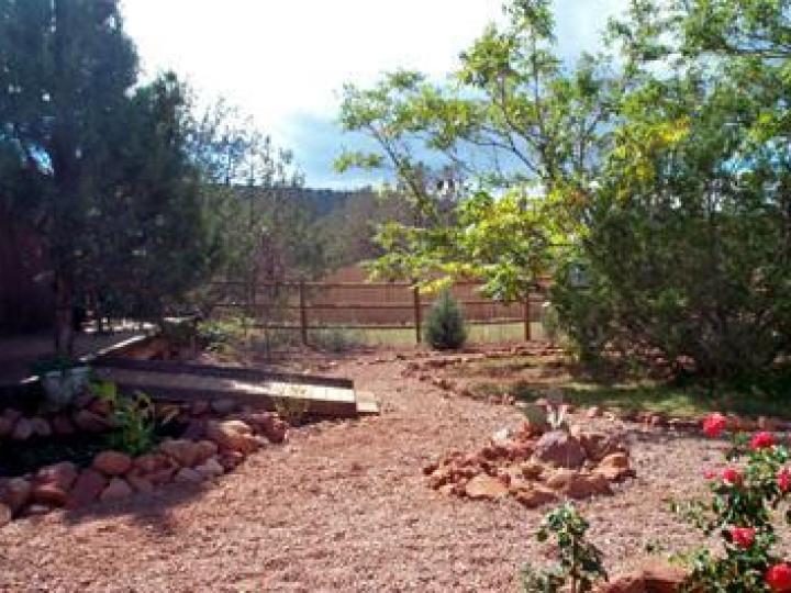 85 Posse Grounds Rd Sedona AZ Home. Photo 11 of 14