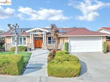 11 Valley Dr, Pittsburg, CA