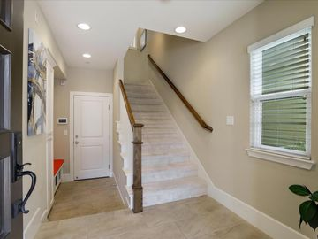 127 Easy St Mountain View CA Home. Photo 4 of 40