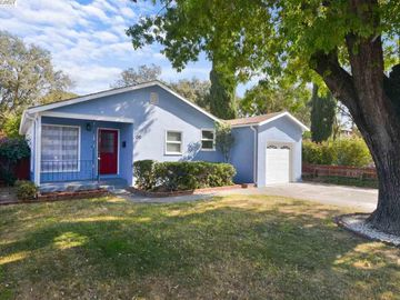 135 Valley Dr, Vacaville, CA
