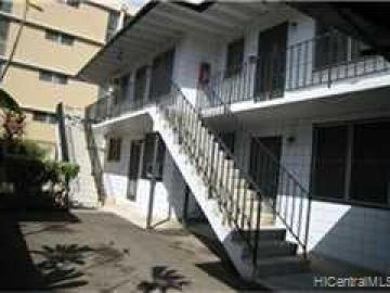 16 Kauila St Honolulu HI Multi-family home. Photo 2 of 7