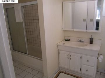 2056 40th Ave Oakland CA Home. Photo 4 of 19