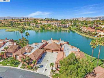 4061 W Lakeshore Dr, Canyon Lakes, CA