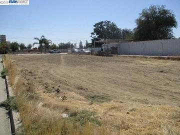 713 10th St, Wasco, CA