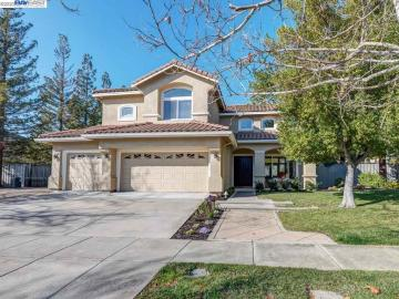 842 Highland St, Montrose, CA